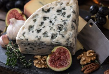 How to Make a Fancy Cheese Plate Without Spending a Fortune