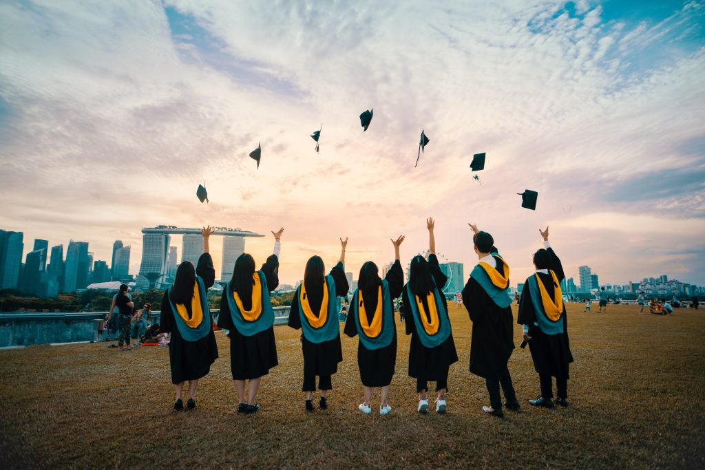 5 Tips to Avoid While Debt Paying for College